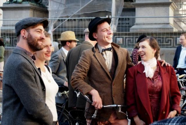Vor dem Tweed Ride in Wien